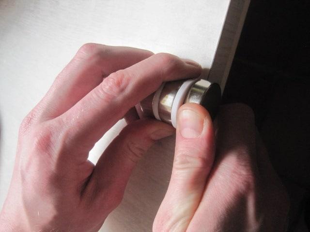 Hoe ontkoppel je een magneet?