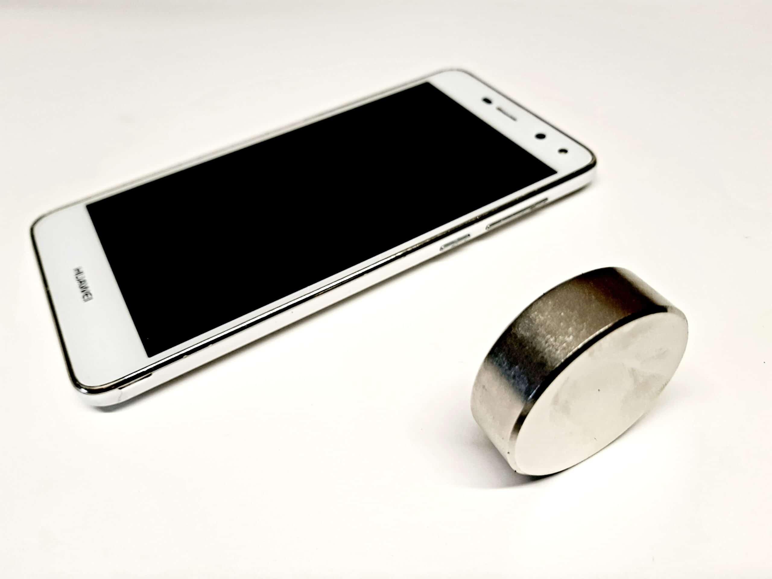 Is een magneet schadelijk voor een telefoon?